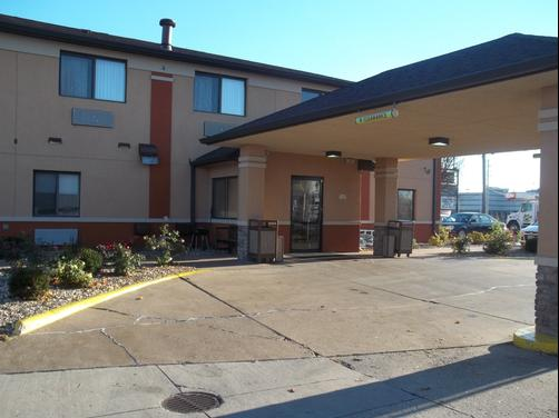Baymont Inn & Suites Waterloo - Waterloo - Outdoors view