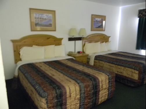 Regency Inn And Suites - Stilwell - Bedroom