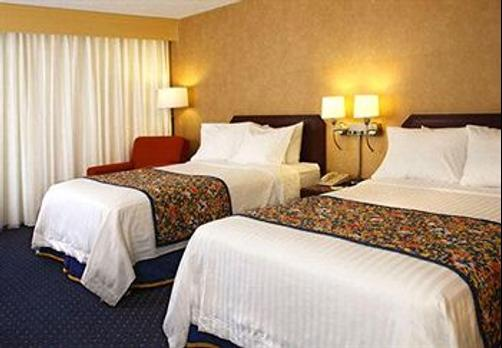 Best Western Plus Fresno Airport Hotel - Fresno - Bedroom