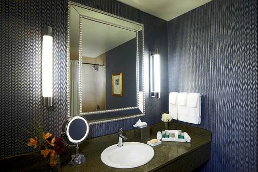Kinzie Hotel - Chicago - Bathroom