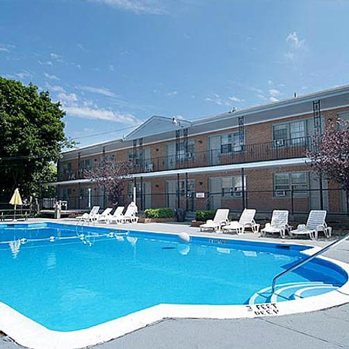 Budget Host East End Hotel in Riverhead - Riverhead - Pool