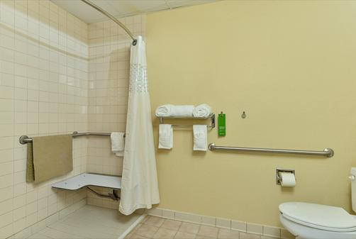Hampton Inn Raleigh/Clayton I-40 - Garner - Bathroom