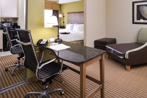 Hampton Inn & Suites-Atlantic Beach - Pine Knoll Shores - King bedroom