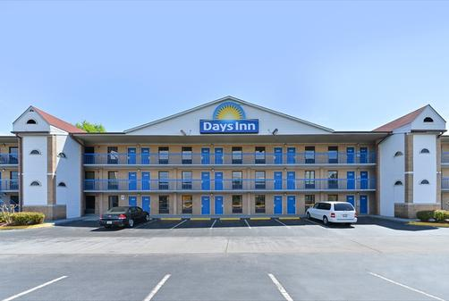 Days Inn Charlotte Northlake - Charlotte - Building
