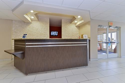 Microtel Inn & Suites by Wyndham Ft. Worth North/At Fossil - Fort Worth - Lobby