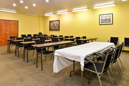 Microtel Inn & Suites by Wyndham Ft. Worth North/At Fossil - Fort Worth - Conference room