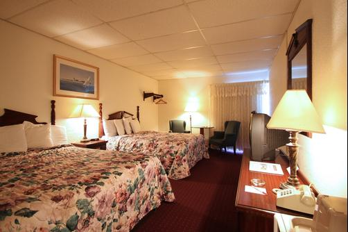 Fireside Inn & Suites Bangor - Bangor - Queen bedroom