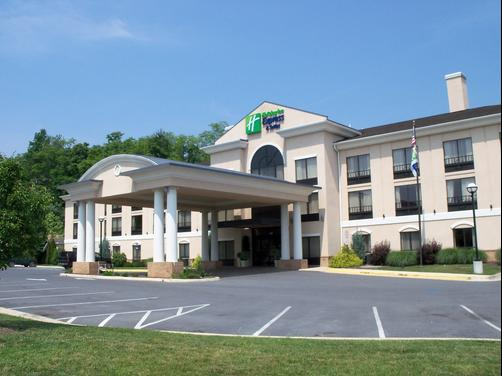 Holiday Inn Express & Suites Winchester - Winchester - Building