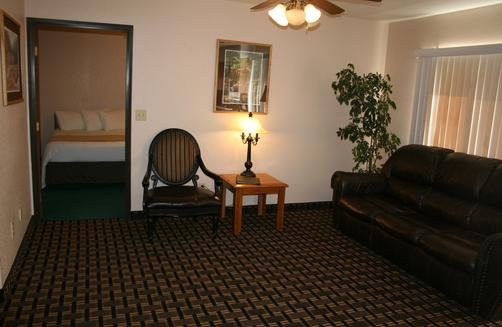 Allington Inn and Suites - South Fork - Living room