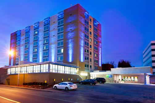 Holiday Inn Express & Suites Pittsburgh West - Greentree - Pittsburgh - Building