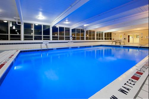 Holiday Inn Express & Suites Pittsburgh West - Greentree - Pittsburgh - Pool